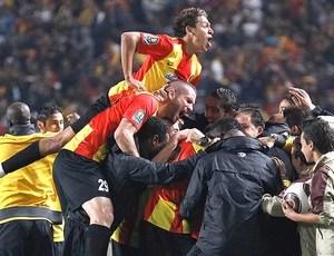 jogadores do Esperance comemoram vitória sobre o Wydad Casablanca (Foto: Reuters)