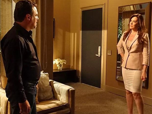 Lívia dá o recado: não vai embora sem Morena (Foto: Salve Jorge/TV Globo)
