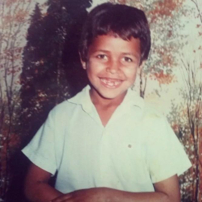 Aos seis anos, Dorival já ajudava a mãe a coletar materiais no lixão (Foto: Arquivo pessoal)