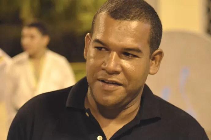 Yoakan Jocélis comemora liderança sergipana (Foto: João Áquila/GLOBOESPORTE.COM)