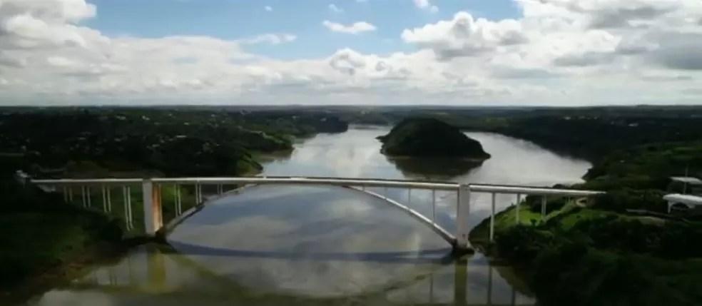 Ponte Internacional da Amizade recebe milhares de imigrantes e emigrantes todos os dias — Foto: RPC Foz do Iguaçu/Reprodução