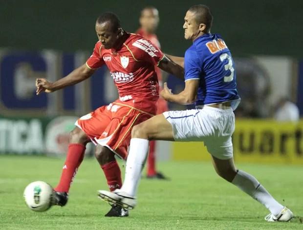 Cruzeiro e Portuguesa (Foto: Célio Messias / Agência Estado)