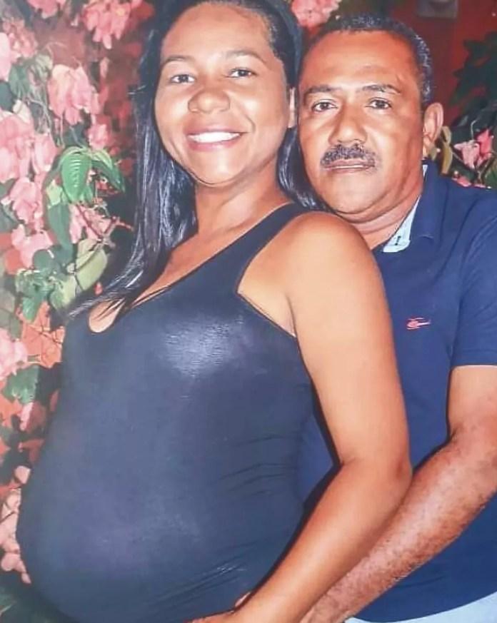 Rafaela e o marido Erisvaldo à espera do primeiro filho do casal na Bahia — Foto: Tiago Bottino/Itapetinga Agora