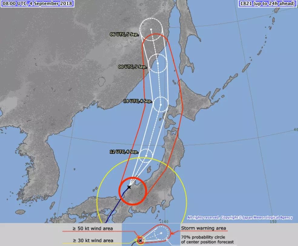 Gráfico da Agência Meteorológica do Japão mostra o trajeto que o Tufão Jebi deve percorrer   (Foto: Agência Meteorológica do Japão via AP)