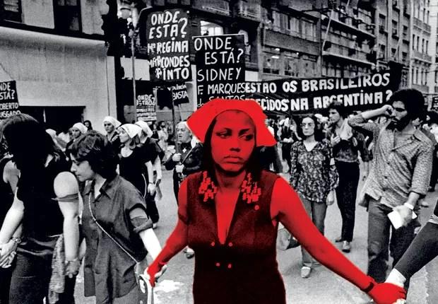 MANIFESTAÇÃO DE MULHERES CONTRA A VISITA DO ATIRADOR ARGENTINO JORGE VIDELA A SÃO PAULO, EM 1980 (Foto: Material Brasil Nunca Mais do Arquivo Edgard Leuenroth/Unicamp)