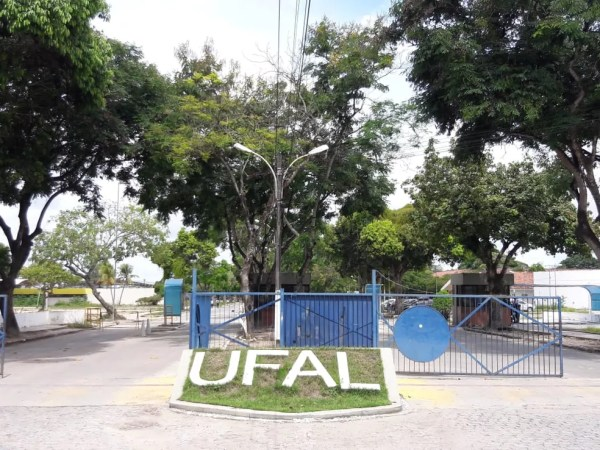 Universidade Federal de Alagoas (Ufal) divulgou nota sobre bloqueio no orçamento — Foto: Magda Ataíde/G1