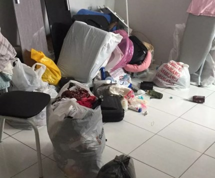 Lugar onde mulher e bebê viviam em cárcere privado estava revirado e não tinha comida, na PB (Foto: Polícia Civil de São Bento/Divulgação)