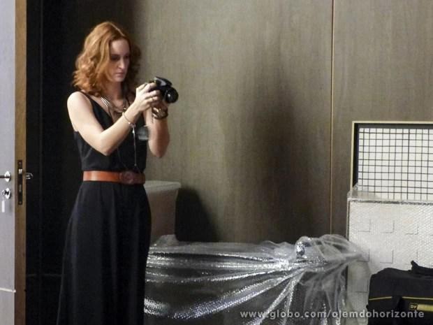 Priscila vai procurar mais pistas do passado de LC para ajudar Lili (Foto: Além do Horizonte/TV Globo)