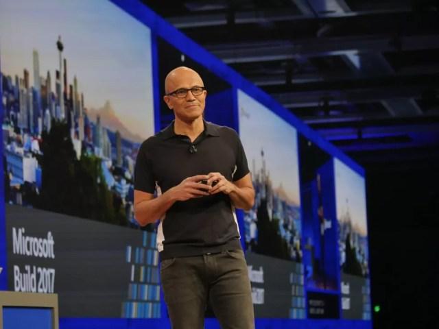 Satya Nadella, diretor executivo da Microsoft, apresenta próxima atualização do Windows 10 (Foto: Divulgação/Microsoft)