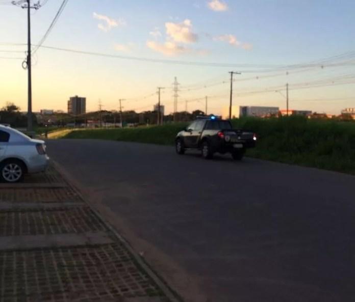 Após serem ouvidos, caminhoneiros foram liberados da sede da PF (Foto: Guilherme Barbosa/Rede Amazônica Acre )