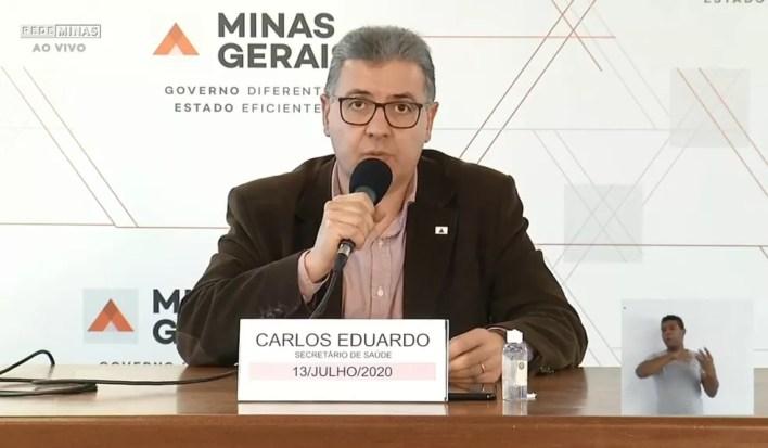 Secretário de Saúde de MG, Carlos Eduardo Amaral, em coletiva nesta segunda-feira (13) — Foto: Reprodução/Rede Minas