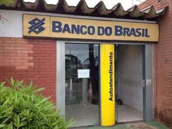 Agência do Banco do Brasil é assaltada em Suape. (Foto: Alan Garcia/ TV Globo)