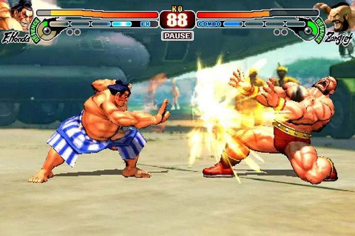 Personagem Honda conseguia acertar seu inimigo diversas vezes com seu combo (Foto: Reproduçaõ / startimes.com)