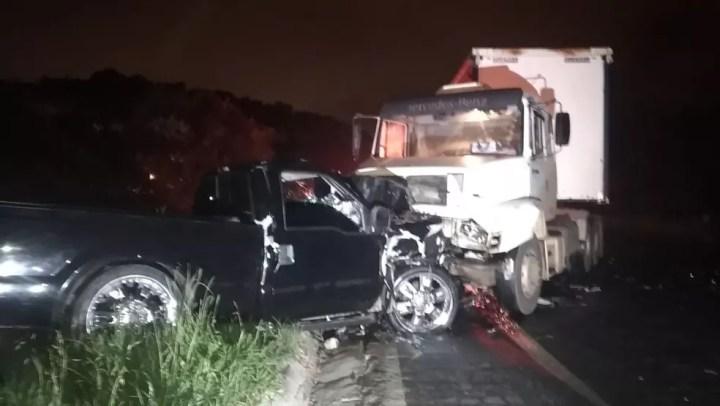 Duas pessoas morreram no acidente, na Rodovia dos Minérios — Foto: Tony Mattoso/RPC