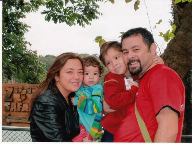 Luise com os dois filhos, Yudi e Vivian, e o marido, Franklin (Foto: Arquivo pessoal)
