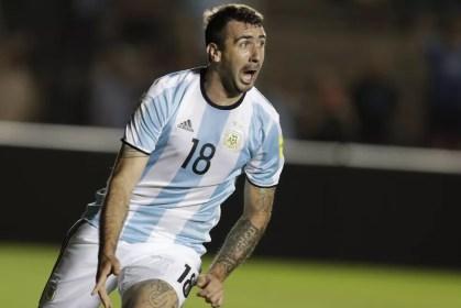 O último gol de Pratto pela Argentina foi na vitória por 3 a 0 sobre a Colômbia (Foto: AP )