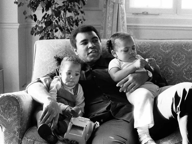 Muhammad Ali e as filhas Laila e Hana (Foto: Action Images / MSI / arquivo / via Reuters)