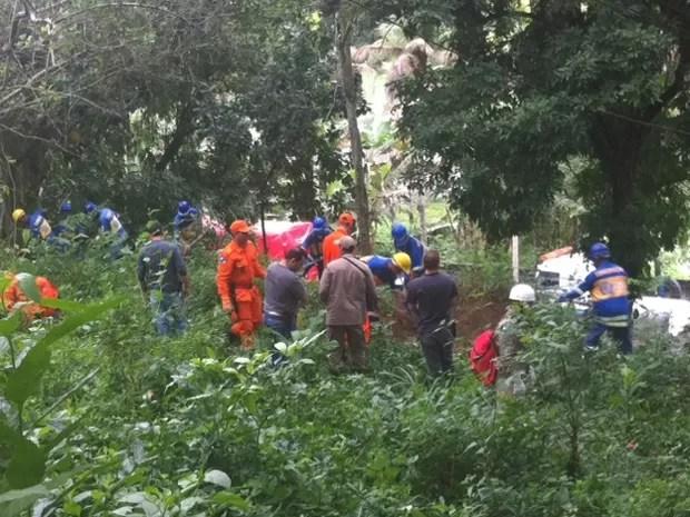 Equipes recomeçam buscas por corpo de engenheira desaparecida (Foto: Rodrigo Vianna/G1)