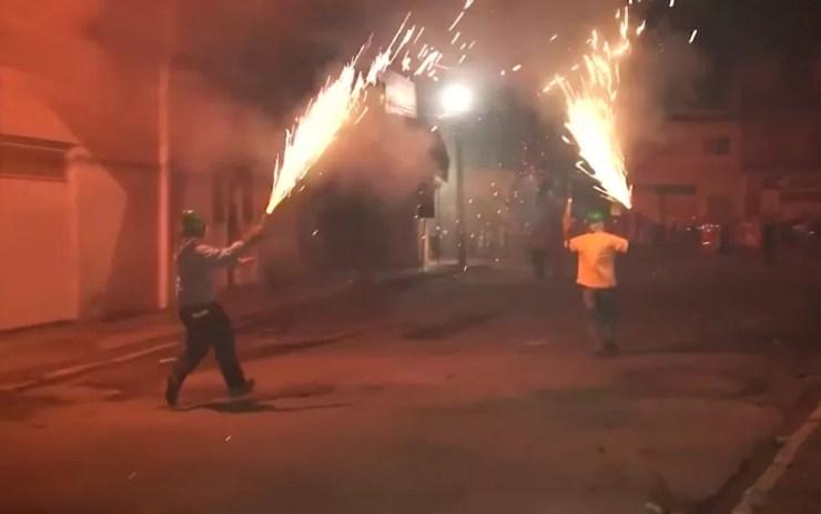 Guerra de espadas foi vetada pela Justiça em Senhor do Bonfim, na Bahia  — Foto: Reprodução / TV São Francisco