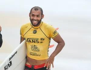Jadson André surfe (Foto: WSL/Cestari)