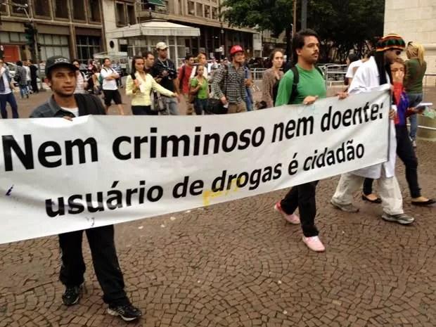 Grupo protestou no Viaduto do Chá, Centro de São Paulo (Foto: Márcio Pinho/G1)