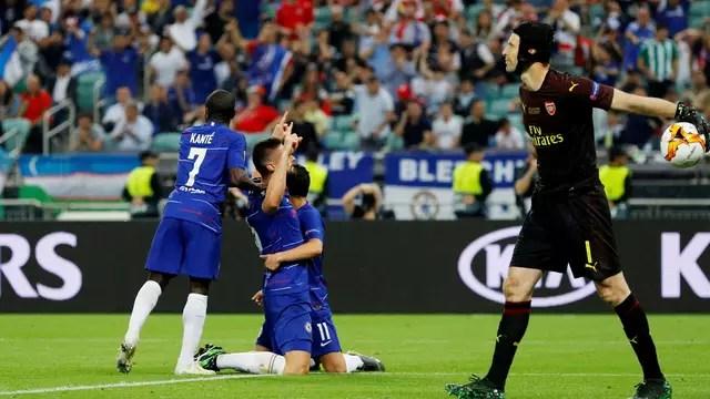 Girdou comemora timidamente após marcar contra ex-clube