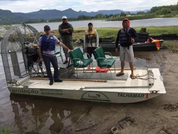 Técnicos ambientais realizam ação na Bacia Hidrográfica do rio Tramandaí (Foto: Divulgação / Sema RS)