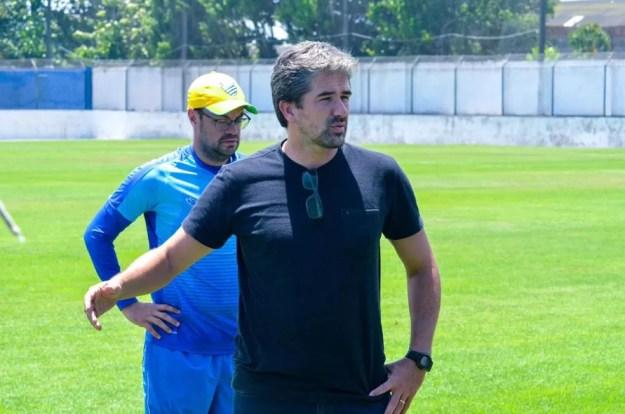 Rodrigo Pastana está à frente das negociações com o treinador — Foto: Augusto Oliveira/Ascom CSA