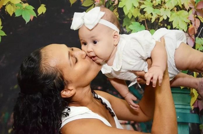Mães também participaram do ensaio para eternizar o momento com os filhos — Foto: Luana Andrioli e Carla Nogueira
