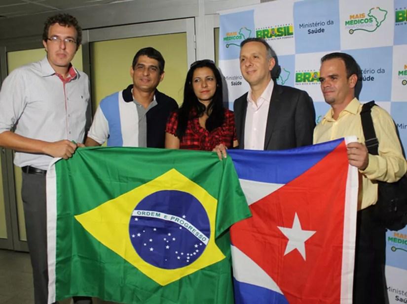 Profissionais cubanos que chegaram à Paraíba em 2015, no início do programa Mais Médicos — Foto: Ricardo Puppe/Secom-PB/Arquivo