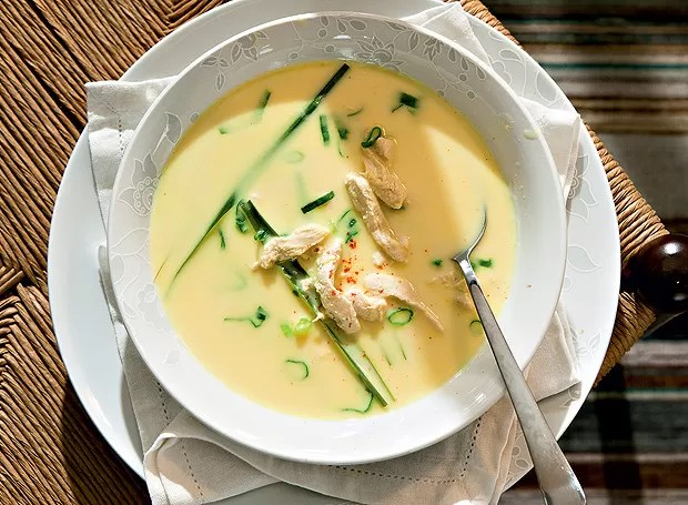 Sopa de inspiração thai (Foto: Felipe Gombossy/Editora Globo)