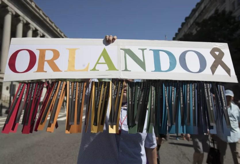 Manifestação em defesa dos direitos da comunidade LGBT nos EUA (Foto: Associated Press)