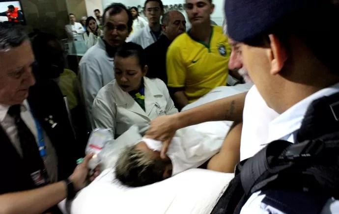 Neymar entrando no Hospital (Foto: Brigida Sullam)