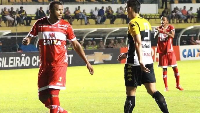 Zé Carlos também fez um gol no jogo contra o Criciúma (Foto: Júnior de Melo/Assessoria do CRB)