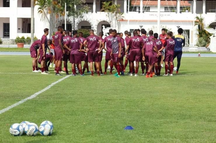Equipe profissional do Bangu vem treinando no CDA, em Campo dos Afonsos — Foto: Divulgação