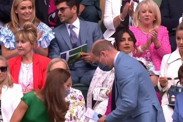 Actress Priyanka Chopra watching the arrival of Prince William and Duchess Kate Middleton at the Wimbledon tournament tennis match (Photo: Reproduction)