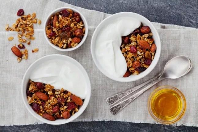 A nutricionista sugere também cereais integrais com iogurte ou leite para o café da manhã (Foto: Thinkstock)