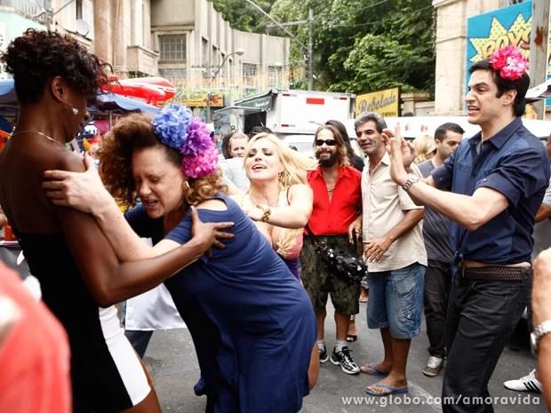 Márcia sai no tapa com piriguete (Foto: Inácio Moraes/TV Globo)