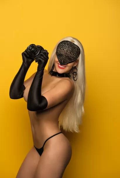 Paparazzo Misteriosa na 'Playboy' (Foto: Divulgação)