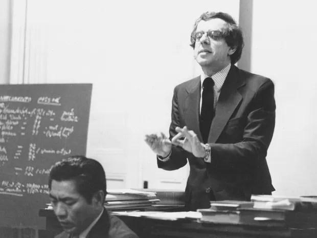 Em 7 de setembro de 1976, Márcio Thomaz Bastos atua como advogado de defesa do detetive Massaro Honda, acusado da prisão e assassinato de três ladrões, no Fórum da cidade de Queluz , interior de São Paulo (Foto: Solano de Freitas/Estadão Conteúdo)