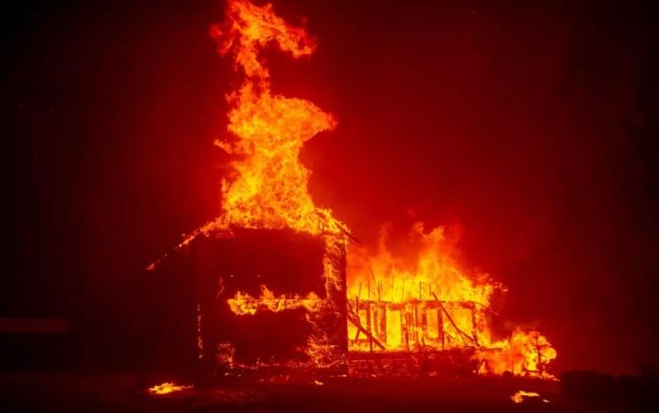 Incêndio na Califórnia — Foto: Josh Edelson / AFP