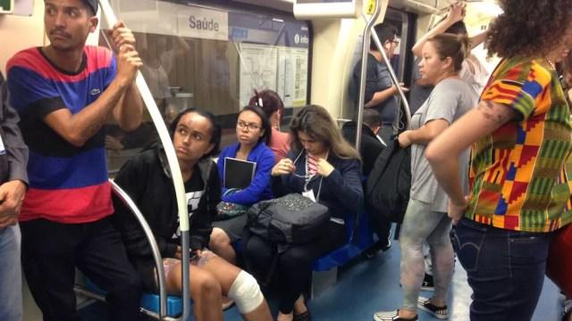 Jussara voltou a andar de Metrô depois de ser empurada para os trilhos na estação Conceição da Linha 1 Azul (Foto: Glauco Araújo/G1)