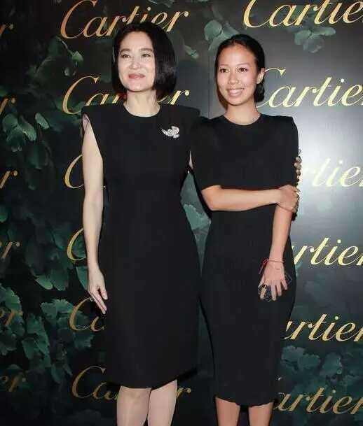 14982115115322 - 63歲林青霞「與28歲女兒同台」,網友一看瞬間懂了....「美麗與年齡無關!」
