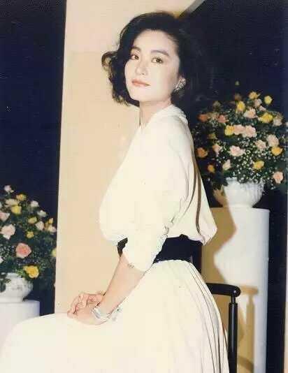 149821151193 - 63歲林青霞「與28歲女兒同台」,網友一看瞬間懂了....「美麗與年齡無關!」