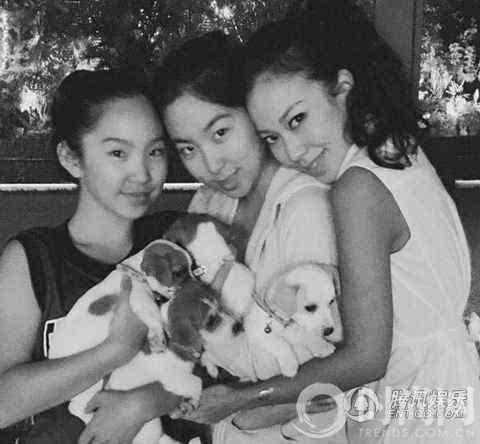 14982115123615 - 63歲林青霞「與28歲女兒同台」,網友一看瞬間懂了....「美麗與年齡無關!」