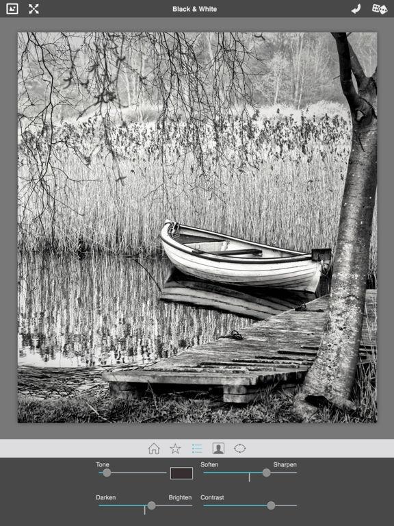 Dramatic Black & White Screenshot