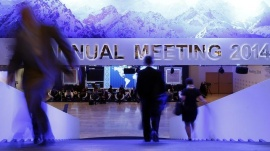 Participants take a break between sessions at the annual meeting of the World Economic Forum (WEF) in Davos January 23, 2014.                        REUTERS/Ruben Sprich