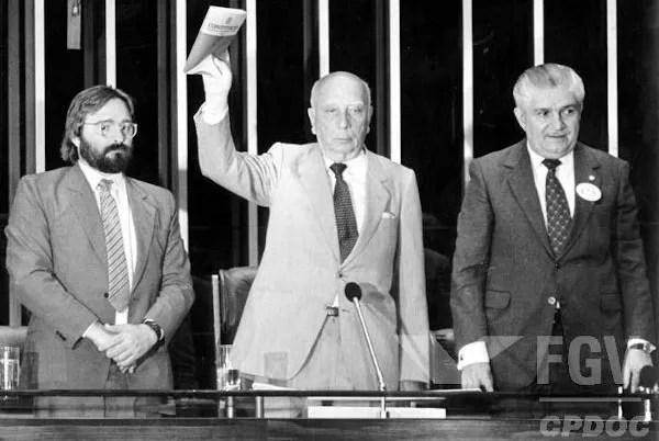 A atual Constituição do Brasil foi promulgada em 5 de outubro de 1988. [2]