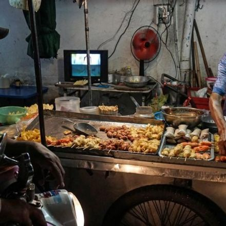 Bangkok plans to ban all street food by year's end