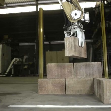 Giant robot arm mounted on a truck can build a brick house in 48 hours